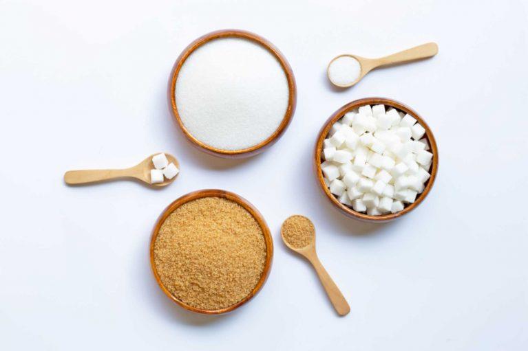 bol de sucre de coco et sucre classique