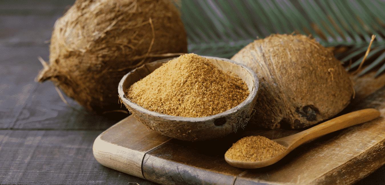 sucre de coco dans noix de coco