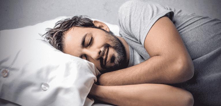 homme qui dort paisiblement