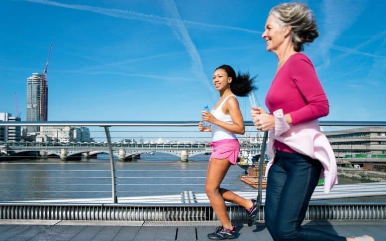 femmes qui courent en fractionné