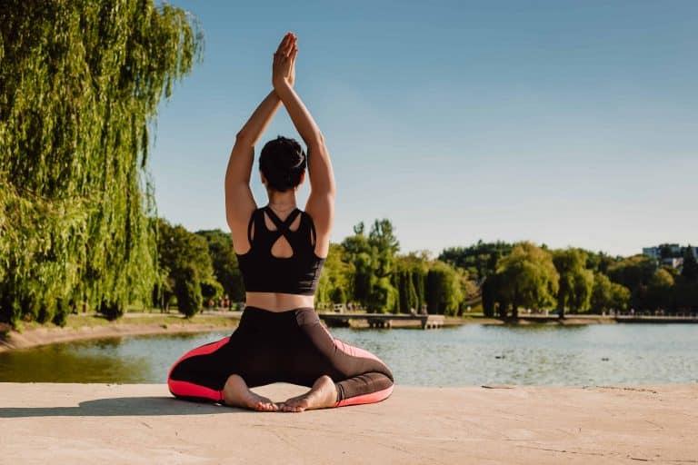 femme se reconnecte a son corps grâce a la gym douce