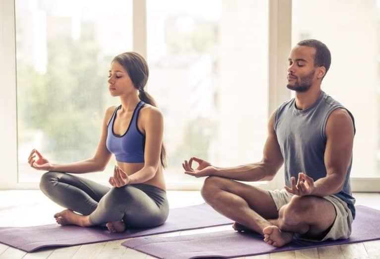 couple fait du yoga